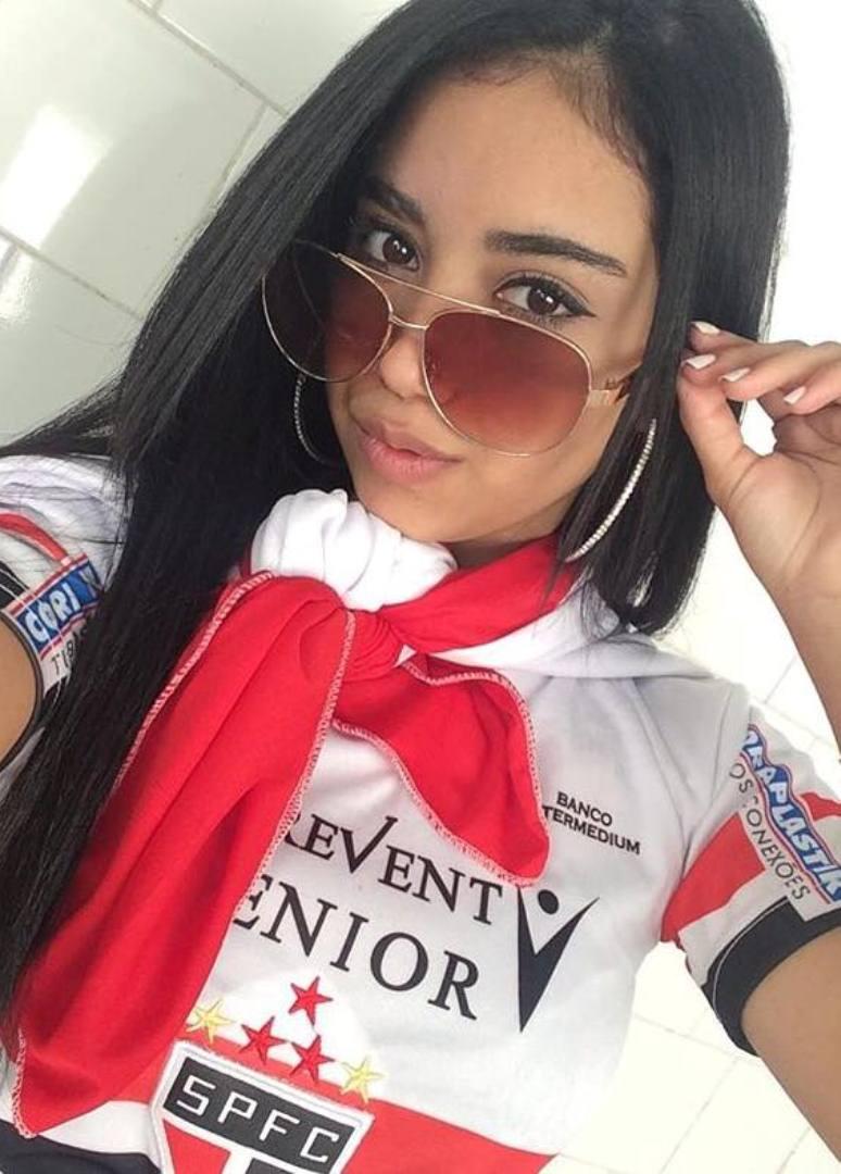 @larissasdc 1 Larissa Andrade